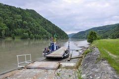 Österreich, Fähre auf Donau Stockbilder