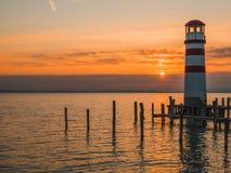 Österreich - Laterne durch den Sonnenuntergang lizenzfreie stockfotografie