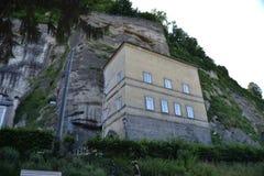 Österreich, Salzburg, Haus im Berg, Alpen, Architektur, Installation, Stadt, bequem, Tourismus, Mozart lizenzfreies stockbild