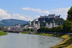 Österreich, Salzburg, Haus im Berg, Alpen, Architektur, Installation, Stadt, bequem, Tourismus, Mozart stockbilder