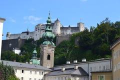 Österreich, Salzburg, Haus im Berg, Alpen, Architektur, Installation, Stadt, bequem, Tourismus, Mozart lizenzfreie stockfotografie