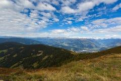 Österreichische Alpen Gebirgszug, Tal, schneebedeckte Gletscherberge, v Stockbild