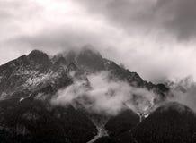 Österreichische Alpen im Nebel Lizenzfreies Stockbild