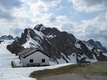 Österreichische Alpen nähern sich Innsbruck Stockfotos