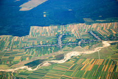 Österreichische Landschaft gesehen von einer Fläche Stockbild
