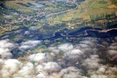 Österreichische Landschaft gesehen von einer Fläche Stockfotos