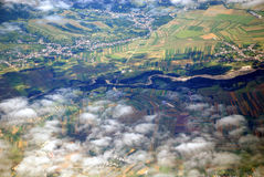 Österreichische Landschaft gesehen von einer Fläche Lizenzfreie Stockbilder