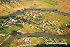 Österreichische Landschaft mit dem Fluss gesehen von einer Fläche Stockbild