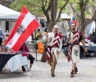 Österreichische Ritter - Teilnehmer des Festival ` die Ritter von Jerusalem-` gehen zu den Listen in Jerusalem, Israel Stockfotografie
