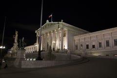 Österreichisches Parlament nachts Stockbilder