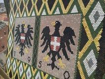 Österreichisches Wappen auf dem Dach Stockfotos