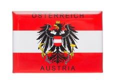 Österrike för magnet för Österrike souvenirkylskåp som emblem isoleras på vit Kylskåpmagneter är populära souvenir royaltyfri fotografi