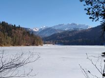 Österrike fryst sjö Arkivfoto