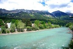 Österrike gästgivargårdinnsbruck flod Royaltyfria Bilder