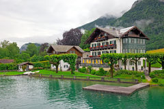 Österrike härlig huslake Arkivfoton