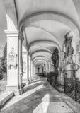 Österrike salzburg Turist- dragningar på den gamla Salzburg kyrkogården, Österrike Arkivfoton