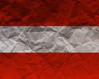 Österrike skrynklade den papper texturerade flaggan - Arkivfoto