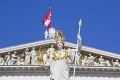 Österrikisk parlament med den Pallas athenen Royaltyfri Foto