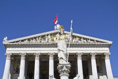 Österrikisk parlament med den Pallas athenen Arkivfoto