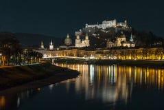 Österrikisk stad Salzburg på julnatten Fotografering för Bildbyråer