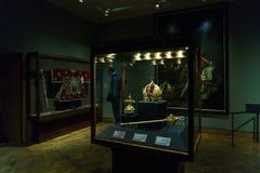 Österrikiska kronajuvlar - imperialistisk krona, Orb och Sceptre, Wien royaltyfri bild