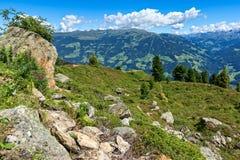Österrikiskt sommarberglandskap av Zillertal den höga alpina vägen Österrike Tyrol Royaltyfri Bild