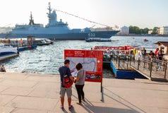 Östersjön för Marine Parade krigsskeppryss flotta på den Neva floden Fotografering för Bildbyråer