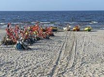 Östersjön kust i Polen med fartyg och fisknät Royaltyfria Bilder