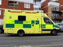 Östlich England-Ambulanzdienste NHS-Notarztwagens stockfotos