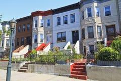 Östliche Allee-Reihen-Häuser stockbild