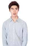 Östlig asiatisk koreansk studiostående för ung man Arkivfoto