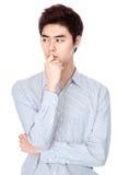 Östlig asiatisk koreansk studiostående för ung man Arkivbilder