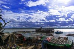 Östlig bank av den Irrawaddy floden. Arkivbilder