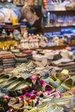 Östlig basar - handgjorda skor Bild av säljande punkt på Istan Arkivbilder