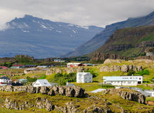 östlig fjordiceland town Arkivfoto