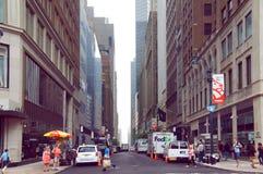 Östlig gata 41 på sommararbetsdag i den nya Yourk staden Royaltyfri Fotografi