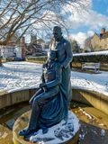 ÖSTLIG GRINSTEAD, VÄSTRA SUSSEX/UK - FEBRUARI 27: McIndoe minnesmärke royaltyfri bild