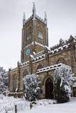 ÖSTLIG GRINSTEAD, VÄSTRA SUSSEX/UK - JANUARI 6: Kyrka för St Swithun ` s Arkivfoto