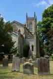 ÖSTLIG GRINSTEAD, VÄSTRA SUSSEX/UK - JUNI 17: Kyrka I för St Swithun ` s Royaltyfria Foton