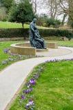 ÖSTLIG GRINSTEAD, VÄSTRA SUSSEX/UK - MARS 12: McIndoe minnesmärke in Royaltyfri Fotografi