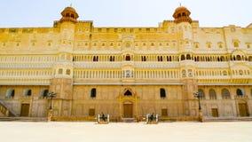 Östlig ingångsfasad av det Junagarh fortet arkivfoton