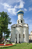 Östlig sida av kyrkan av den heliga spöken i Sergiyev Posad royaltyfri foto
