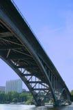 östlig sidovasterbron för bro Arkivbild