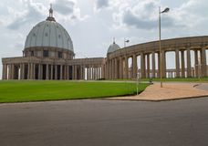 Östlig sikt av basilikan av vår dam av fred arkivfoton