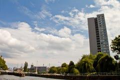 Östliga Berlin med festfloden Arkivbilder