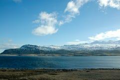 Östliga fjordar, blått hav, snöberg, Island Royaltyfri Foto