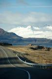 Östliga fjordar, blått hav, snöberg, Island Royaltyfri Bild