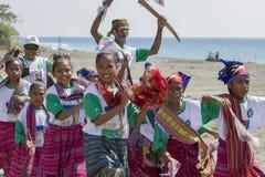 Östliga timoresiska barn som bär traditionell kläder Arkivfoton