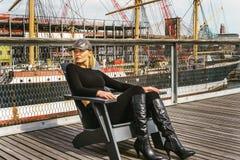 Östligt - europeisk kvinnaresande i New York arkivbild