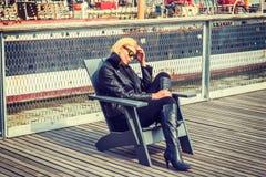 Östligt - europeisk kvinnaresande i New York, royaltyfri bild